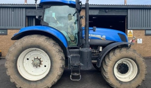NEW HOLLAND T7-260 TRACTOR